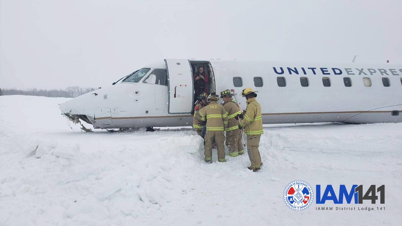Three Injured After Commutair Jet Skids Off Runway